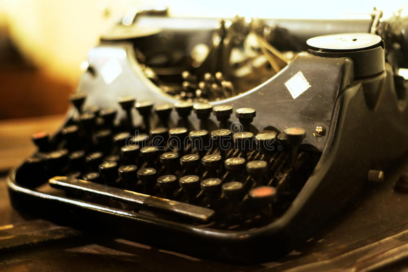 Download Stara maszyna do pisania obraz stock. Obraz złożonej z retro - 53791199