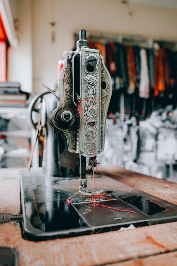 stara maszyna do szycia, pontianak, kalimantan barat, indonezja zdjęcia stock