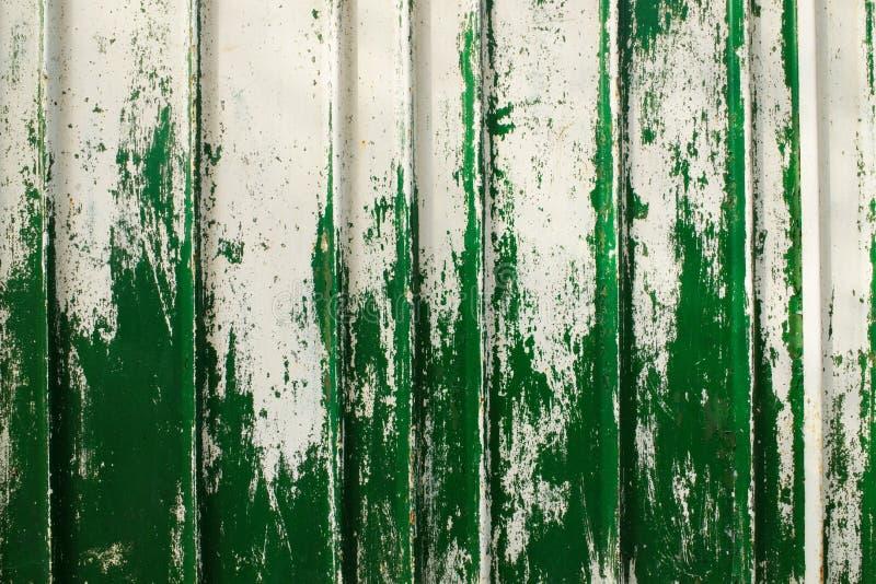 Stara metal ściana z strugającą daleko farbą obraz royalty free