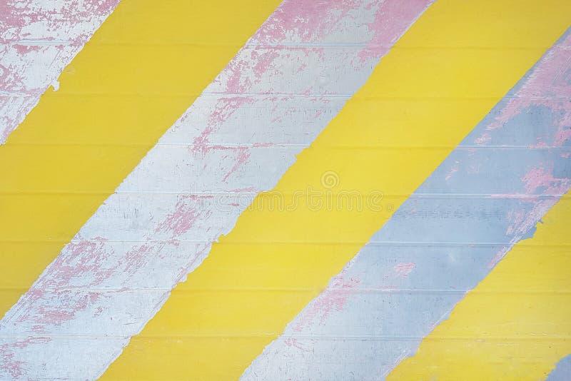 Stara metal powierzchnia z obieranie farbą i diagonalnymi lampasami, textu obrazy royalty free