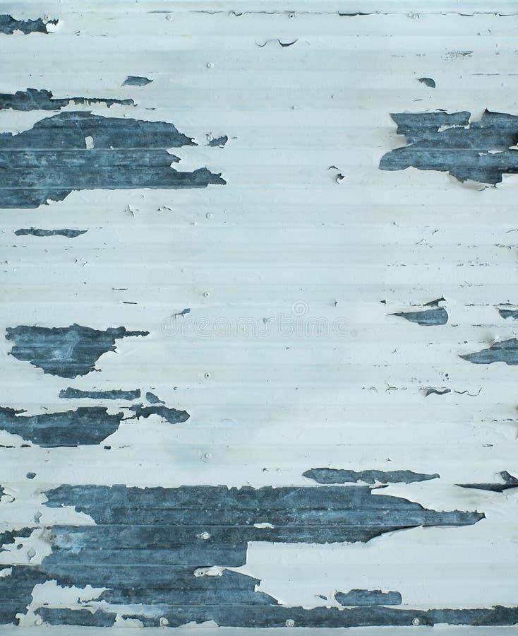 Stara metal powierzchnia z strugać białą farbę i wietrzeć obrazy stock