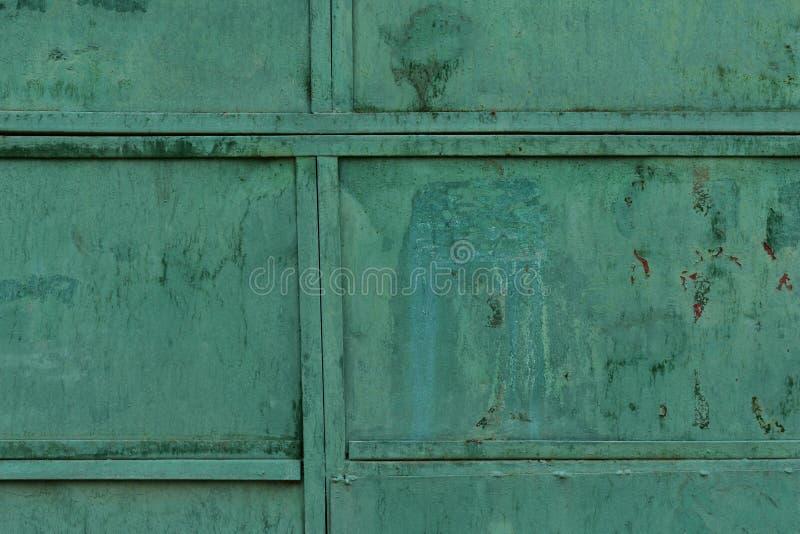 Stara metal tekstura pokrywająca z starą zieloną farbą zdjęcia stock