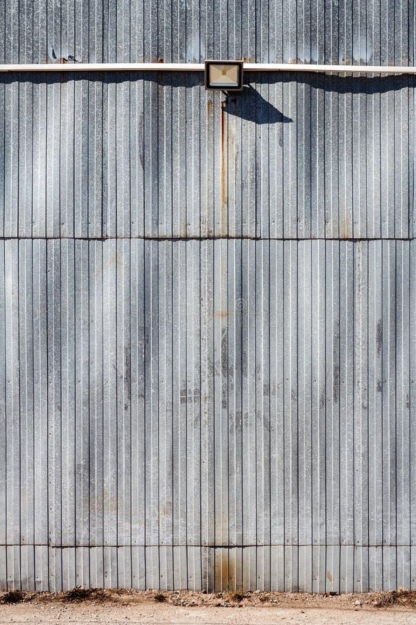 Stara metalu magazynu ściana obraz stock