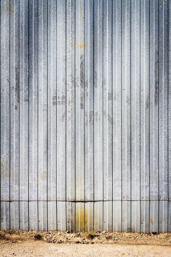Stara metalu magazynu ściana obraz royalty free