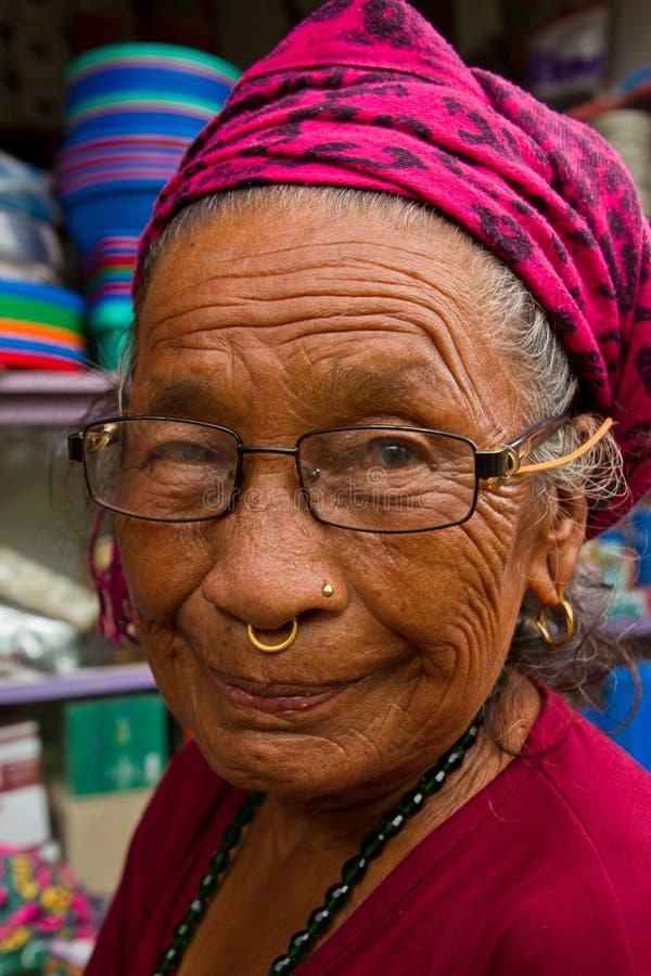Stara Nepalska kobieta, Chitwan, Nepal zdjęcia royalty free