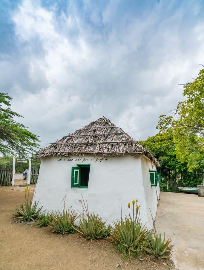 Stara Niewolnicza buda z zielonymi nadokiennymi Curacao widokami fotografia royalty free
