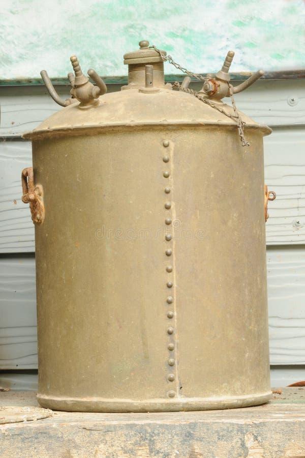 Stara ośniedziała ciśnieniowa kuchenka. fotografia stock
