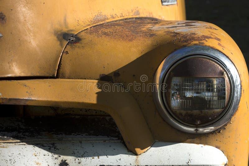 Stara ośniedziała furgonetka obraz stock