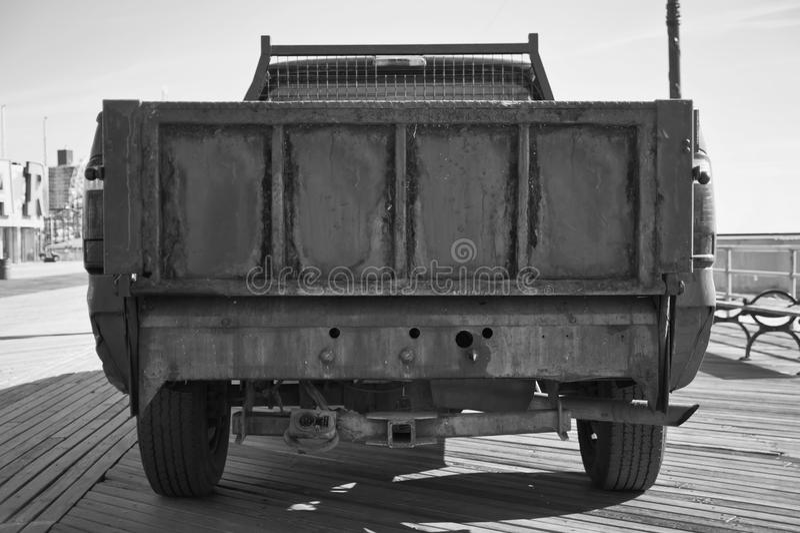 Stara ośniedziała retro ciężarówka obrazy royalty free