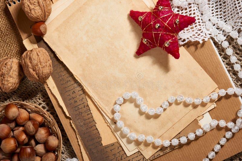 Stara papieru, bożych narodzeń dekoracja jako i, faszeruje na parciaku Opróżnia przestrzeń dla teksta, nowy rok zdjęcie stock