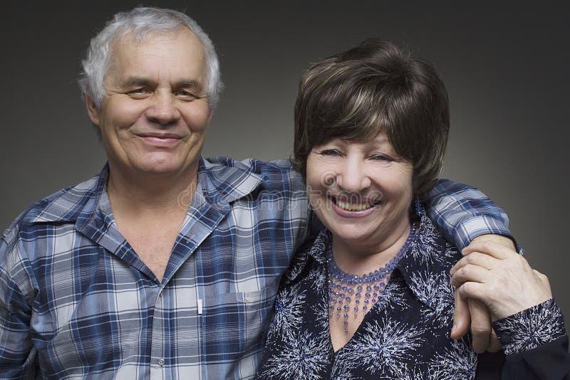 Stara para - uśmiechnięci seniory obrazy royalty free