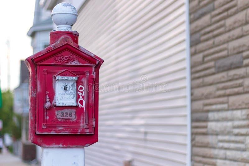 Stara pożarniczego alarma stacja przy Everett Massachusetts zdjęcia royalty free
