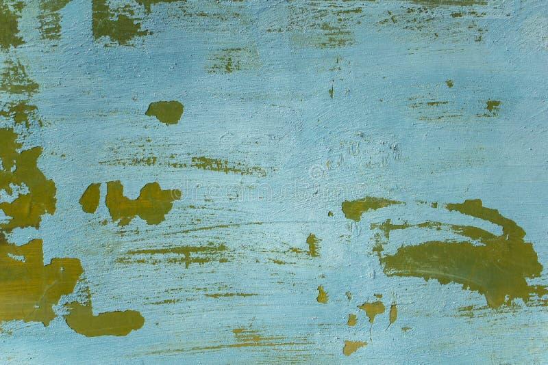 Stara pod?awa b??kitnej zieleni ?ciana z p?kni?ciami i biel narysami Szorstkiej powierzchni tekstura obrazy royalty free