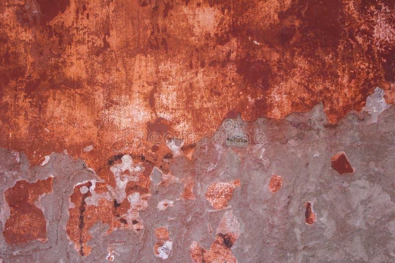 Stara pod?awa, obieranie czerwona szara betonowa ?ciana z i Szorstkiej powierzchni tekstura obraz royalty free