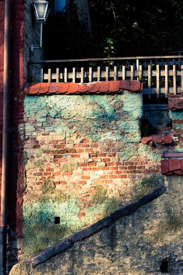 Stara podwórko fasada, schodki i zdjęcia royalty free
