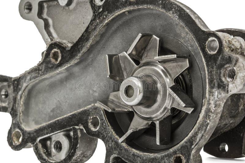 Stara pompa parowozowy chłodniczego systemu samochód, odizolowywająca na bielu zdjęcie stock