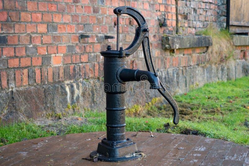 Stara pompa wodna, retro styl zdjęcia stock