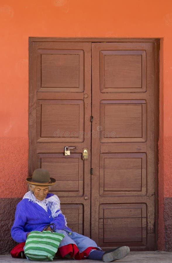 Stara Quechua kobieta i styl życia w Tupiza, Boliwia obrazy royalty free