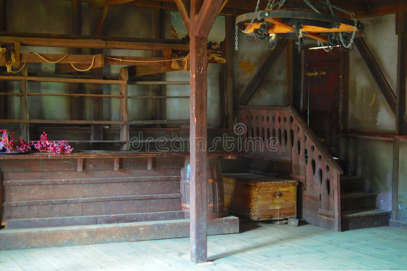 Stara restauracja dla kowbojów z drewnianymi stołami fotografia royalty free