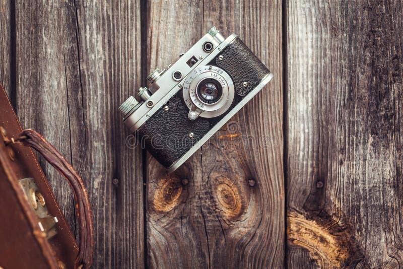 Stara retro kamera na rocznik drewnianych deskach fotografia royalty free