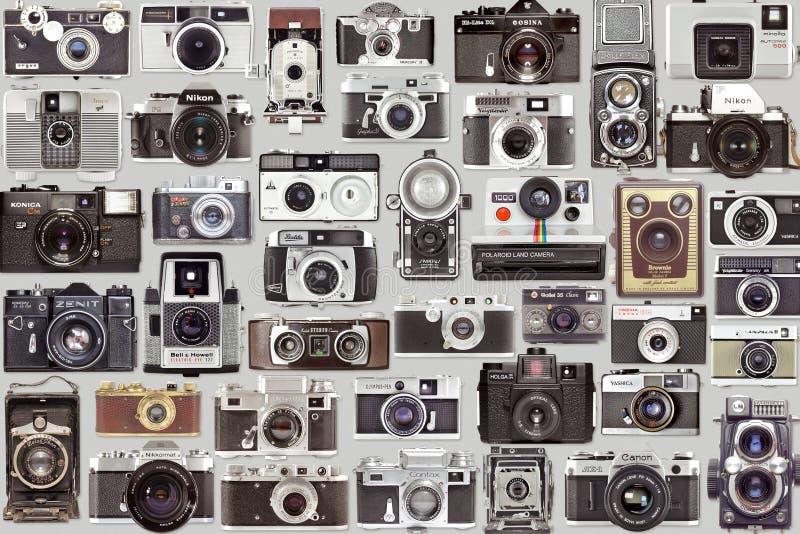 Stara rocznik fotografii kamera ustawiająca i kolekcja na szarym tle fotografia stock