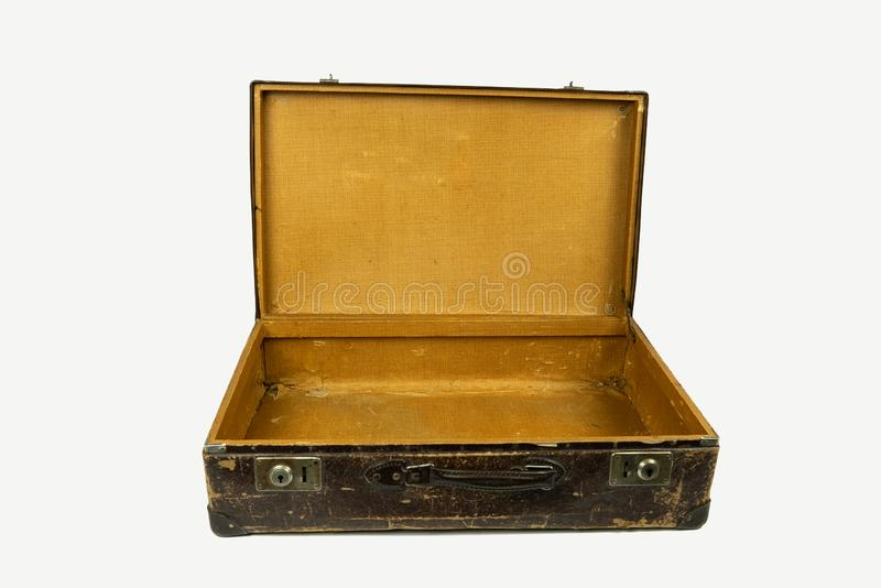 Stara rocznik walizka otwierał przód odizolowywającego na białym tle zdjęcia royalty free