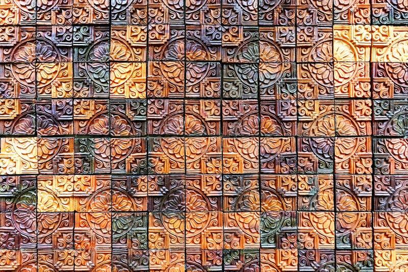 Stara rocznika earthenware ściana tafluje wzory handcraft od Thailand społeczeństwa zdjęcie stock