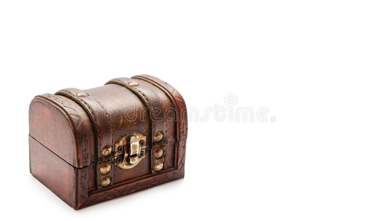 Stara rocznika skarbu klatka piersiowa Odizolowywająca na białym tle odbitkowa przestrzeń, szablon zdjęcia royalty free