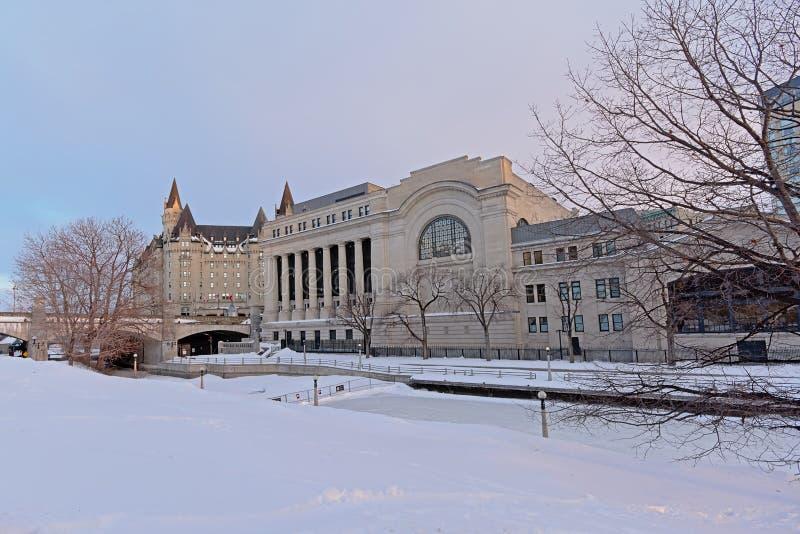 Stara stacja kolejowa wzdłuż rideau kanału na zima dniu w Ottawa obrazy royalty free