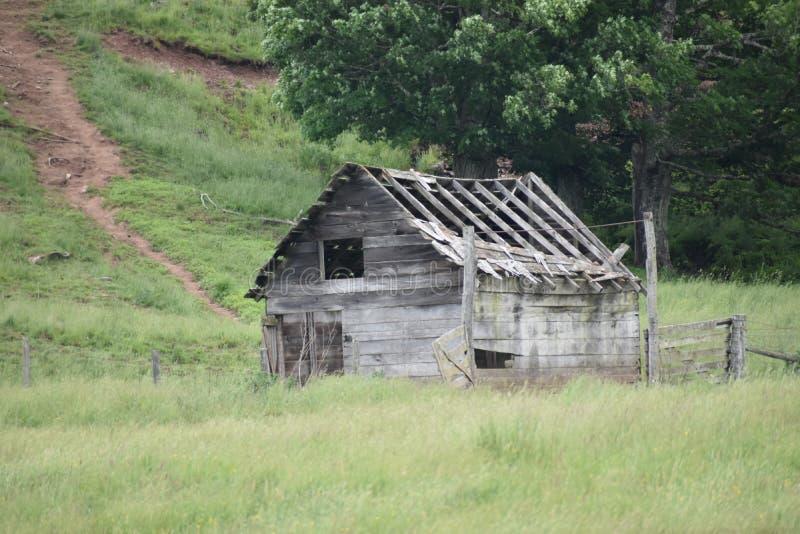 Stara stajnia na gospodarstwie rolnym w Elkins Zachodnia Virginia obraz royalty free