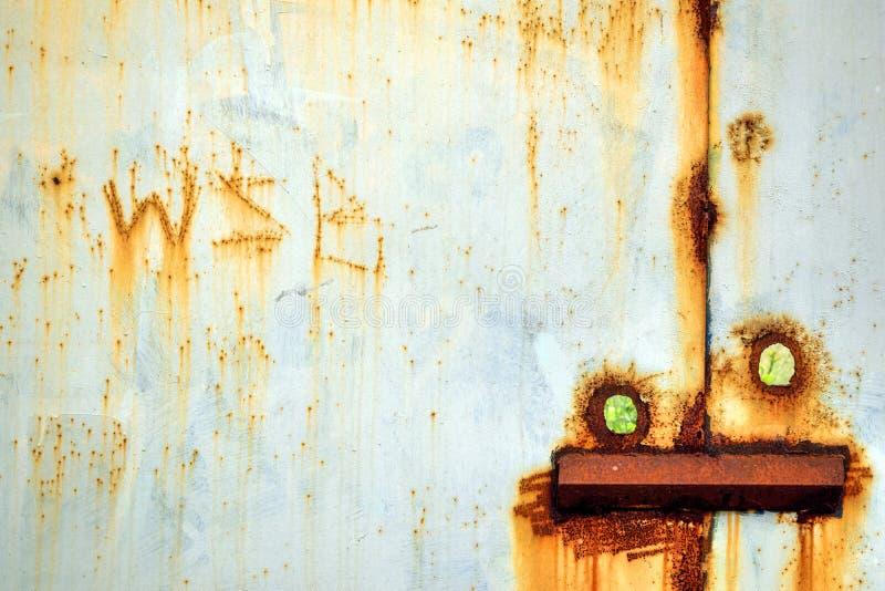 Download Stara stal Spawający drzwi zdjęcie stock. Obraz złożonej z zamknięty - 106922830