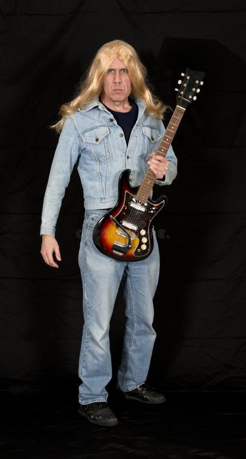 Stara starzenia się rock and roll gwiazda, muzyk, Muzyczny mężczyzna fotografia stock