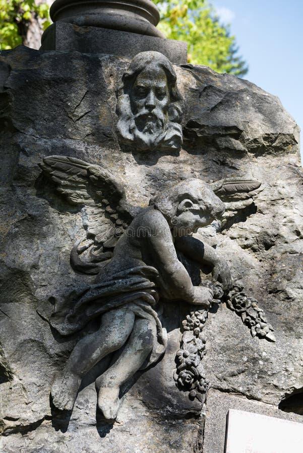 Stara statua na grób w Lychakivskyj cmentarzu zdjęcia royalty free