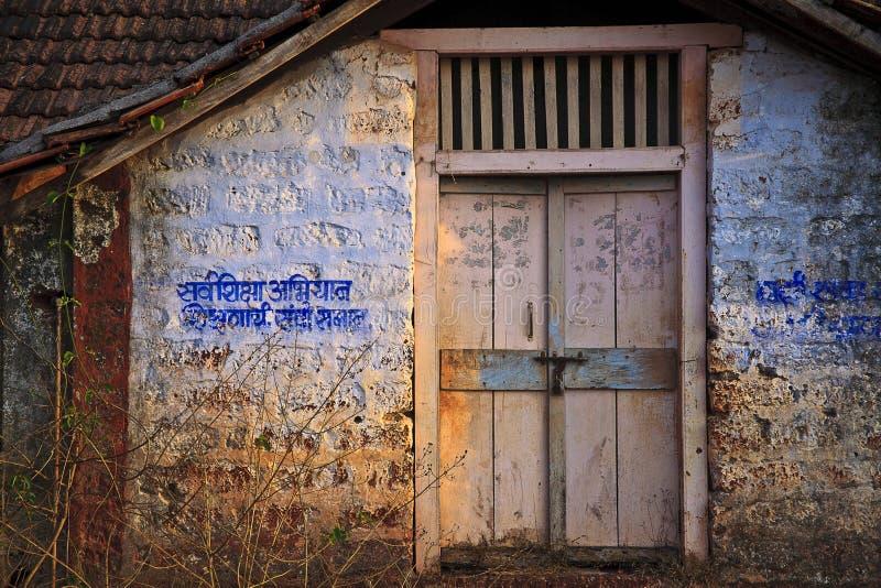 Stara szkoła budynek w wiejskim India fotografia stock