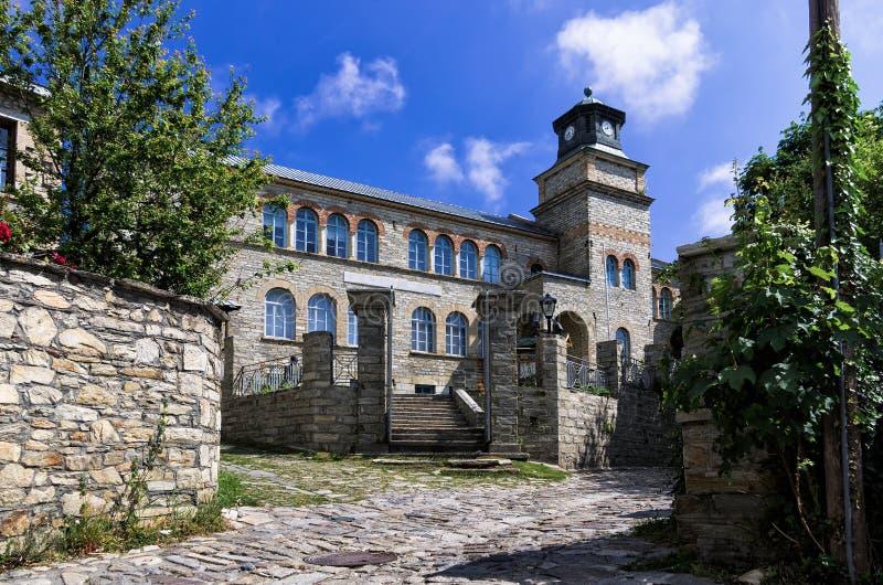 Stara szkoła w Nimfaio wiosce, Florina, Grecja zdjęcie royalty free