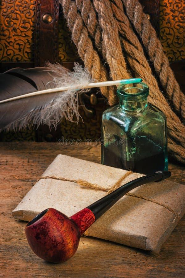 Stara tabaczna drymba i kompas fotografia stock