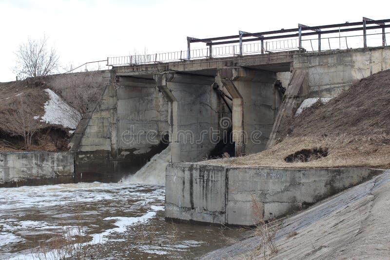Stara tama Syberyjska wioska Tula przechodzi woda odcieki wiosny powódź obraz royalty free