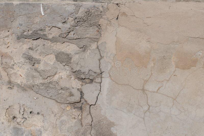 Stara tynk ściana, odłupana farba, popielata tekstura, tło zdjęcie stock