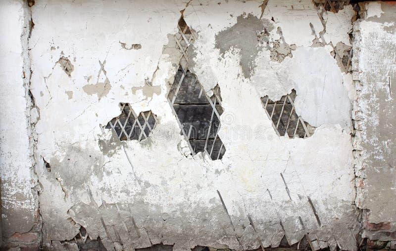 Stara tynk ściana z krakingowym tynkiem i stare bele obrazy royalty free