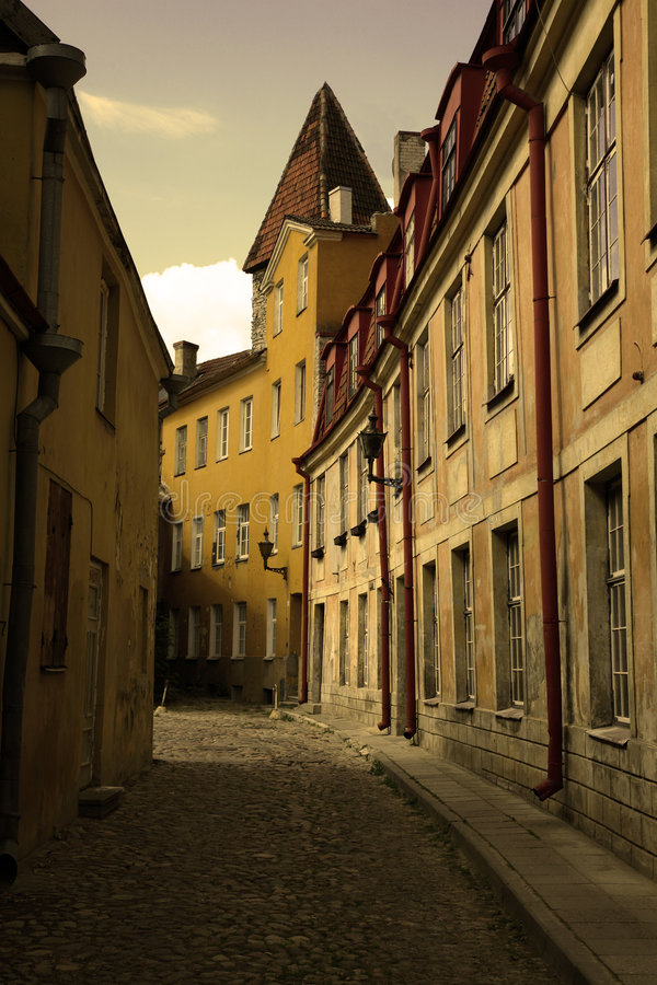 Download Stara ulica zdjęcie stock. Obraz złożonej z stary, chodniczek - 6765838