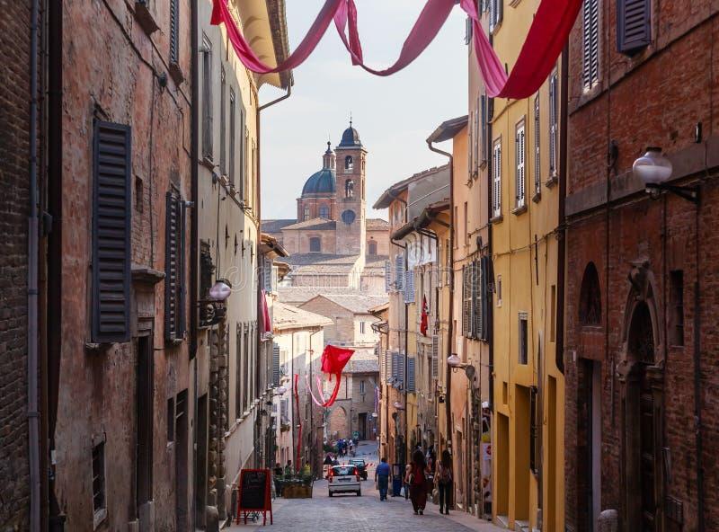 Stara ulica w Włoskim mieście Urbino zdjęcie royalty free