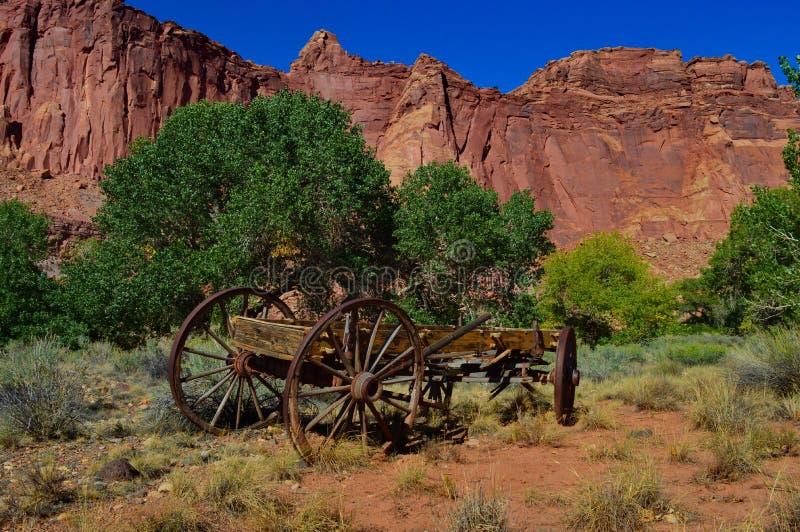 Stara uprawia ziemię drewniana fura zdjęcie stock