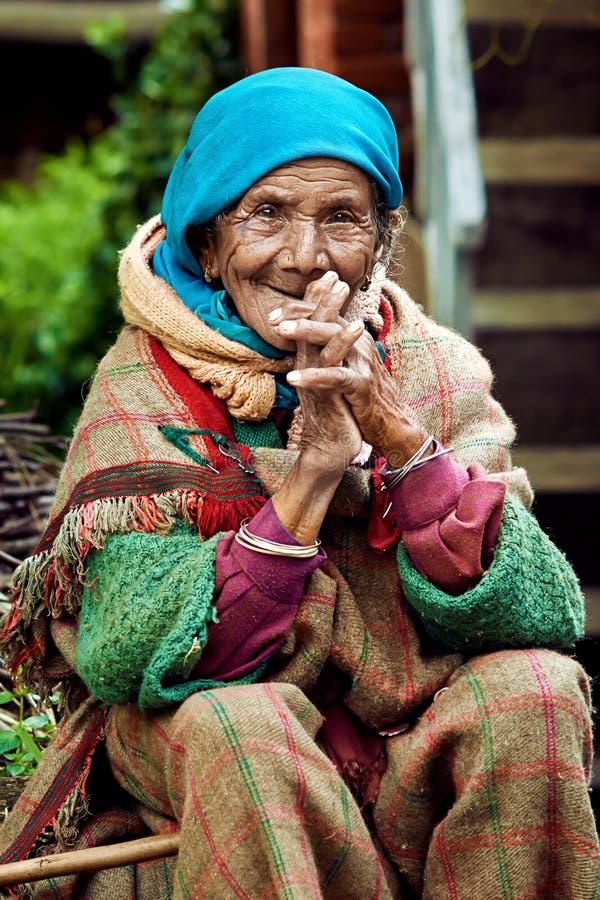 Stara wiejska Indiańska kobieta zdjęcia stock