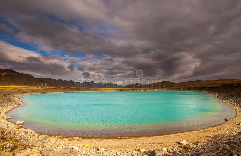 Stara woda Wypełniający krater obraz stock