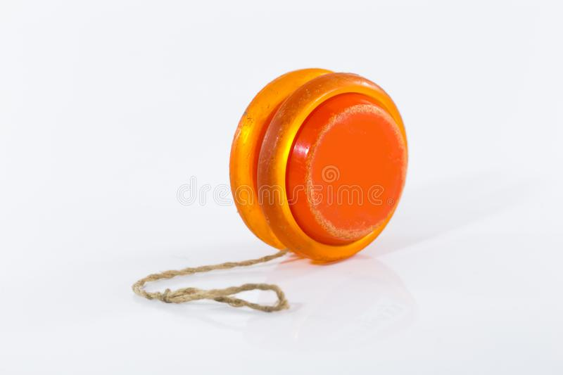 Stara yoyo pomarańcze odizolowywająca na bielu zdjęcia stock