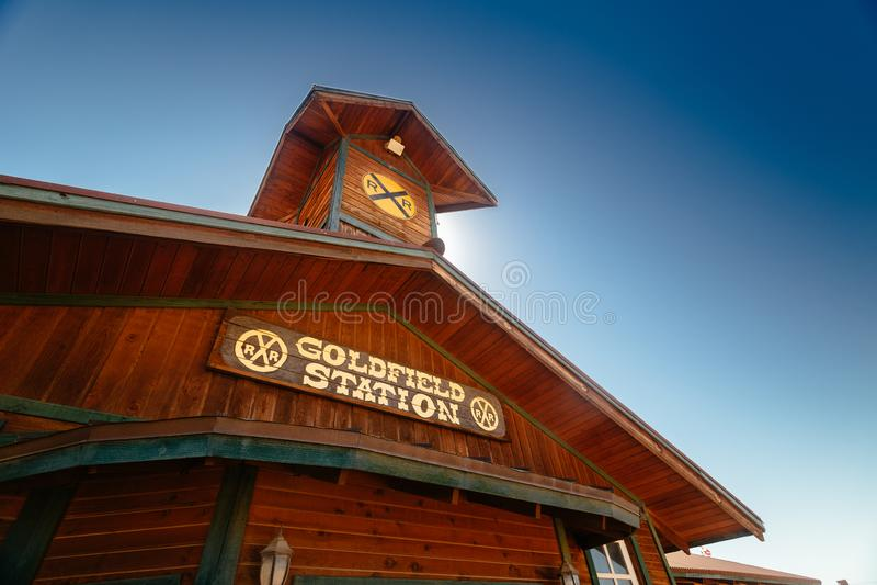 Stara Zachodnia Drewniana stacja kolejowa w Goldfield kopalni złotej miasto widmo fotografia royalty free