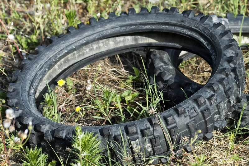 Stara zaniechana rower opona obrazy royalty free