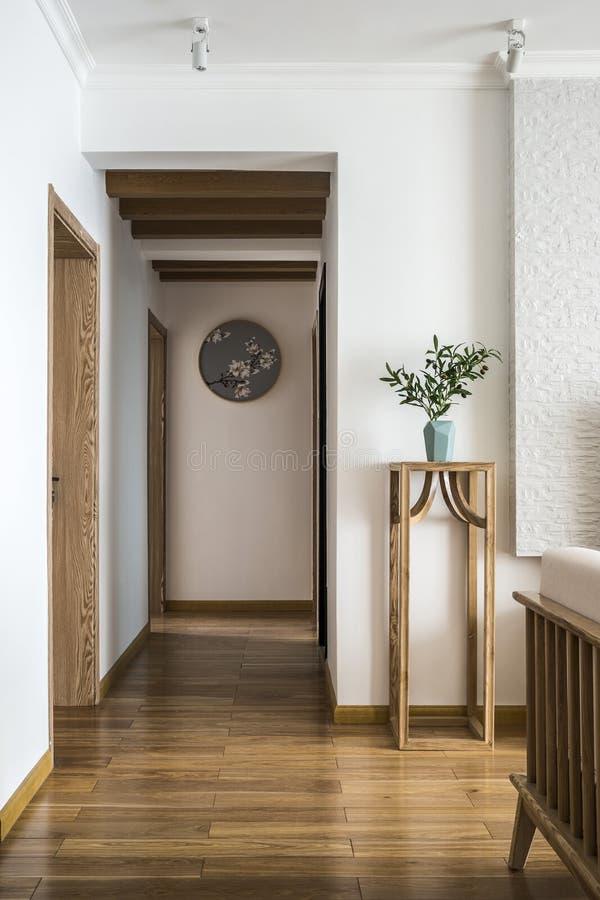 Staranny i wygodny nowożytny żywy pokój zdjęcia royalty free