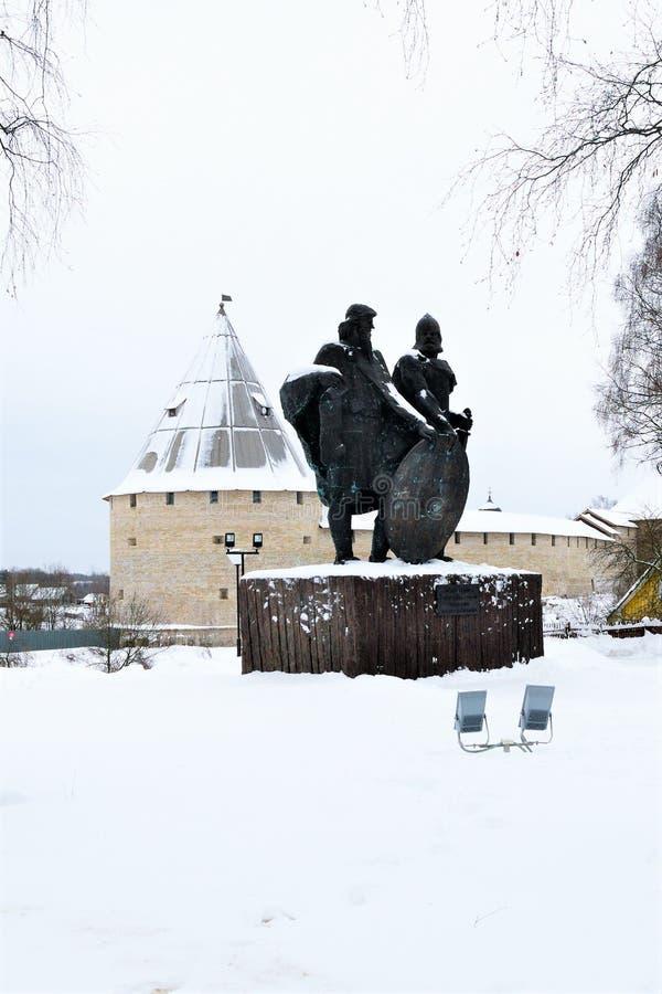 Staraya Ladoga, Russland, am 5. Januar 2019 Monument zu den Großherzögen Rurik und prophetischer Oleg als den Gründern des russis lizenzfreie stockfotos