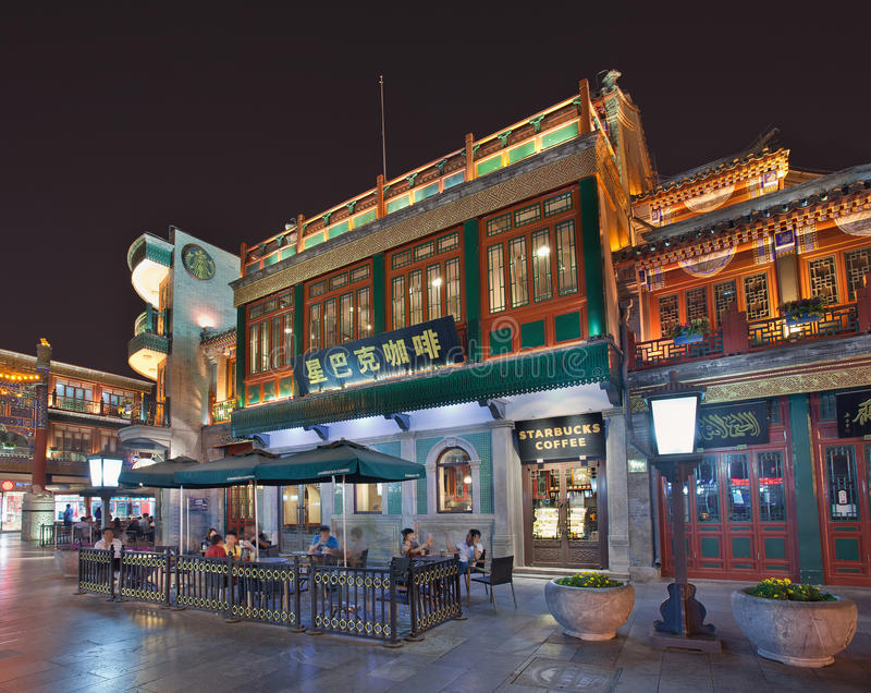 Starbucks-afzet bij nacht, Peking, China royalty-vrije stock foto
